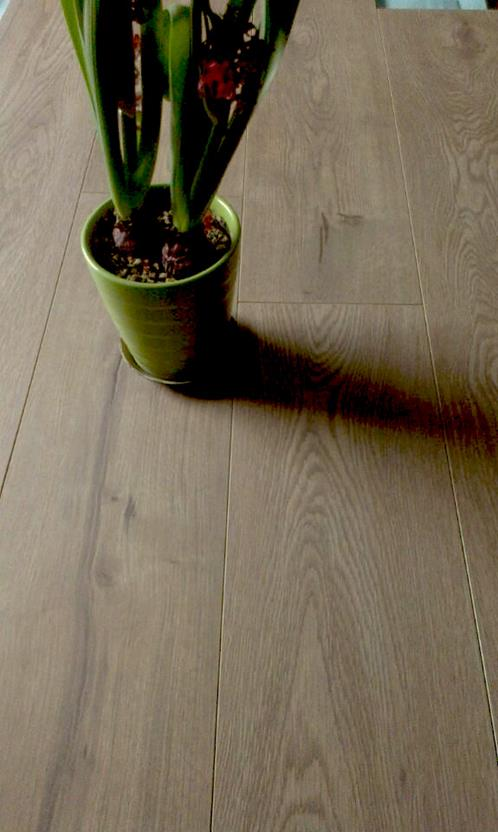 Heritage - Laminate-WMEHE-Antique White Room Lifestyle Laminate Flooring detail